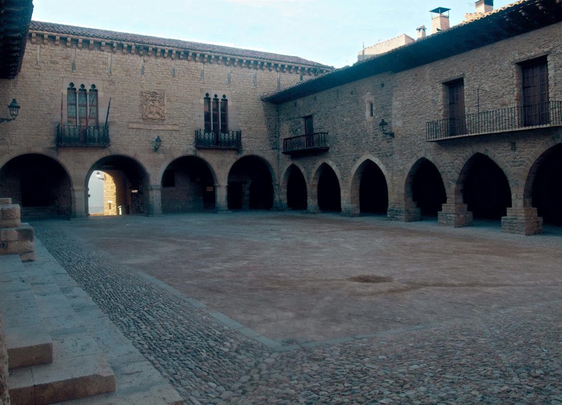Cantavieja medieval square