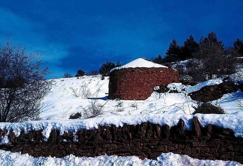 Dry stone walling in winter
