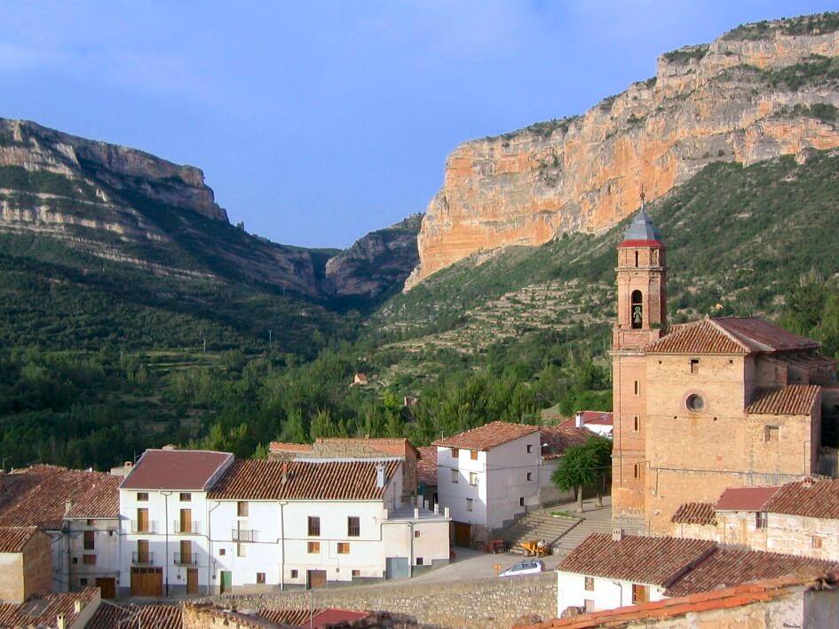 Pitarque village