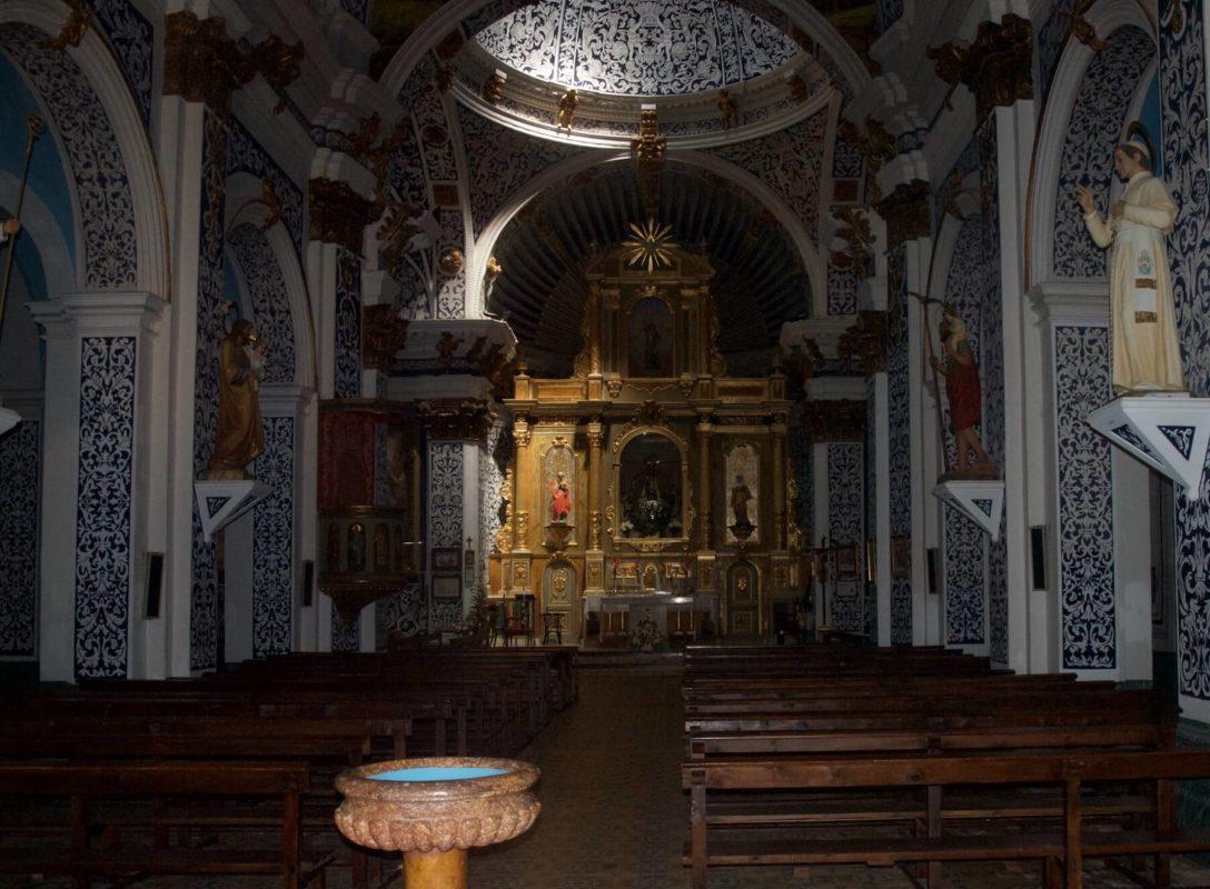 Aliaga church inside