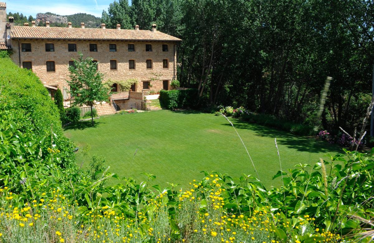 Beceite hotel font del pas garden