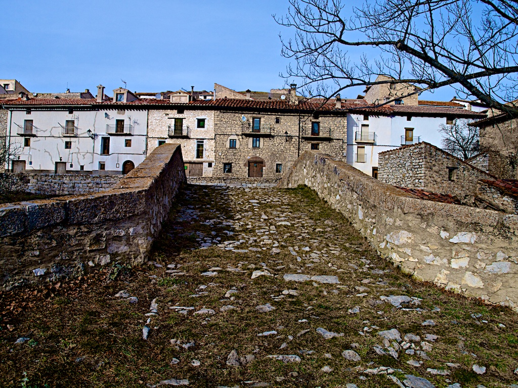 Fortanete village entrance