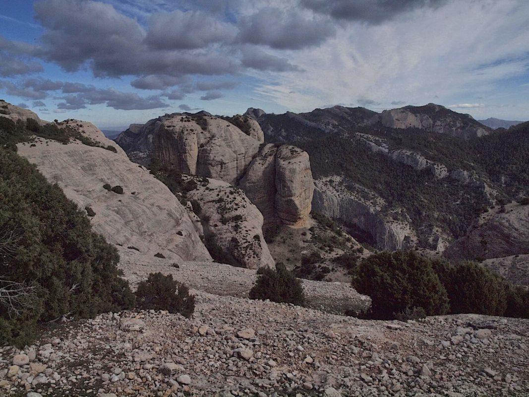 Hiking from Arnes Roques de Benet